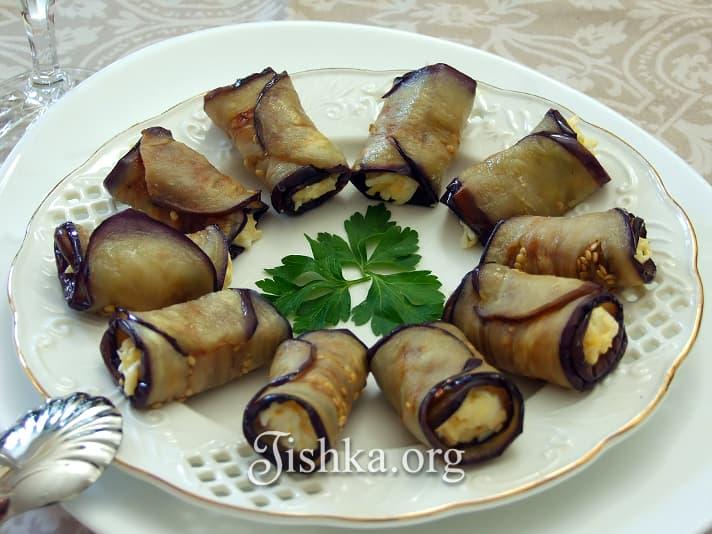 Закусочные рулетики из баклажан рецепт с фото