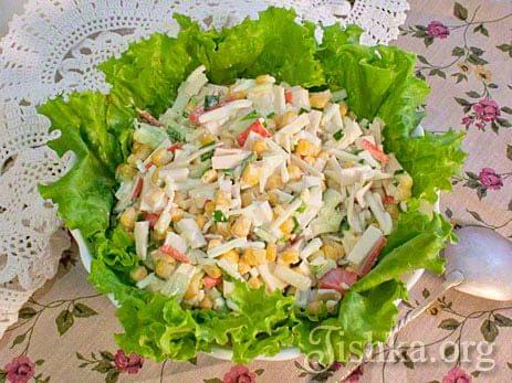 Салат из крабовых палочек с кукурузой и сыром